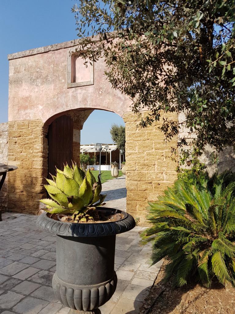 Tenutas Moreno il muro di cinta della masseria fortificata