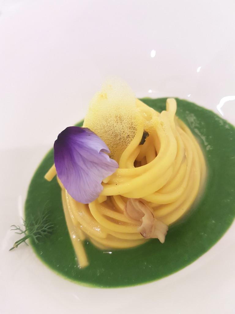 Spaghetto allo zafferano di San Quirino di WalterZammuner , vongole di Marano e crema di cime di rapa dello chef Carlo Nappo - Podere dell'Angelo di Pasiano di Pordenone